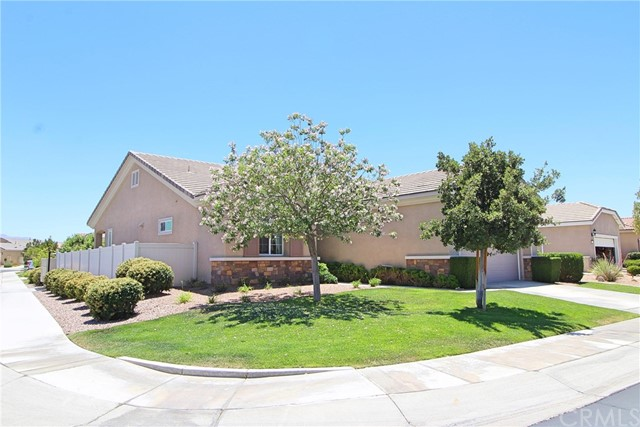 19441 Royal Oaks Road, Apple Valley CA: http://media.crmls.org/medias/11eaebf1-1a3c-4285-9d87-e90664c89a83.jpg