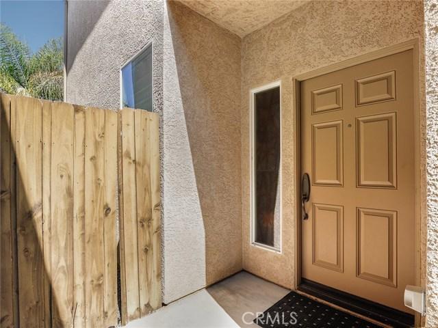 9455 Hendrix Lane, North Hills CA: http://media.crmls.org/medias/121281ef-1f90-4433-b902-e2884d3d159d.jpg