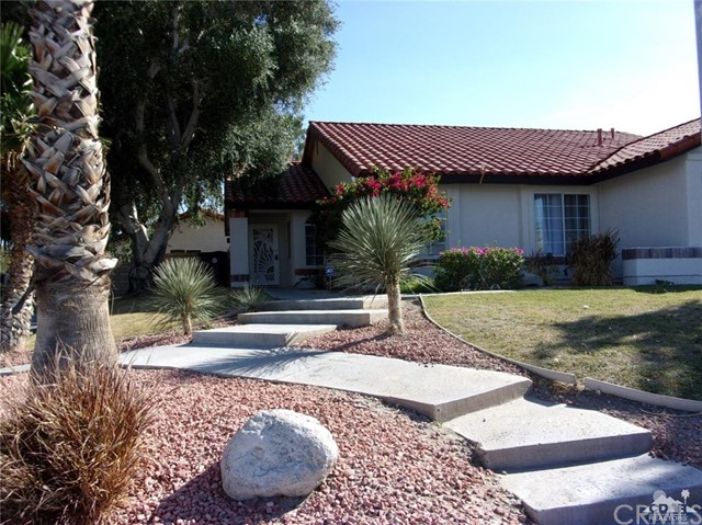 68885 los Gatos Road, Cathedral City CA: http://media.crmls.org/medias/1212e564-419d-48af-a060-ad7d76f63596.jpg