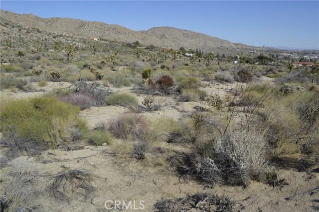 7400 Fairway Drive, Yucca Valley CA: http://media.crmls.org/medias/122d3d11-96ca-4457-9507-a978fa40b613.jpg