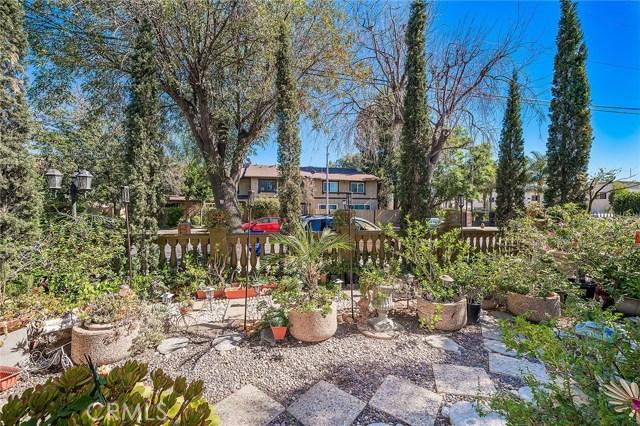 10871 Olinda Street, Sun Valley CA: http://media.crmls.org/medias/12457540-19b7-4222-9d93-6005f20b6dd3.jpg