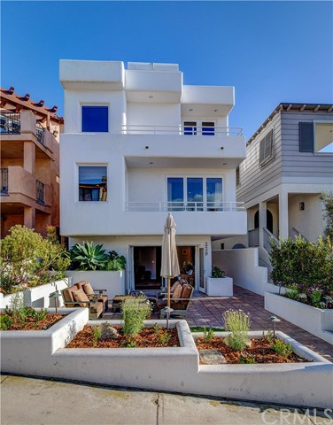 228 8th St, Manhattan Beach, CA 90266