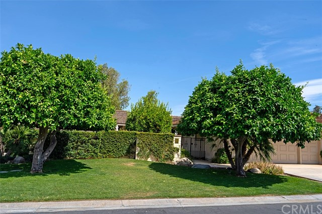 42 Lafayette Drive, Rancho Mirage CA: http://media.crmls.org/medias/1259abed-35ba-46cf-8e45-1f0ea0e144e7.jpg