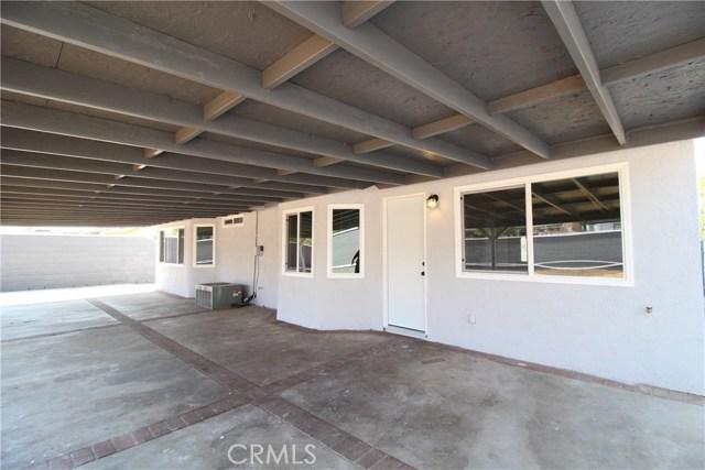 15190 Los Nietos Court, Fontana CA: http://media.crmls.org/medias/128c9e9d-a6fa-4ec0-bc3d-75823048516c.jpg