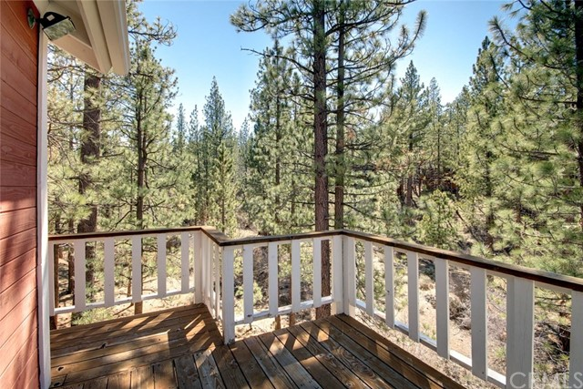 1021 London Lane, Big Bear CA: http://media.crmls.org/medias/128ef989-03f3-4919-ab86-8914ba90435a.jpg