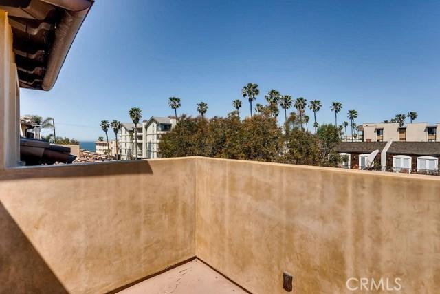 200 Avenue C, Redondo Beach CA: http://media.crmls.org/medias/129cdfd6-b2be-4424-9787-c99e027e874e.jpg