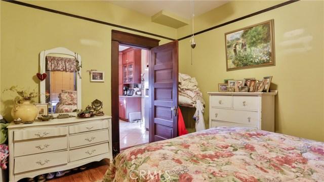 407 San Francisco Avenue, Pomona CA: http://media.crmls.org/medias/12acdcb5-24c3-4ced-a66c-b47a3e15c896.jpg