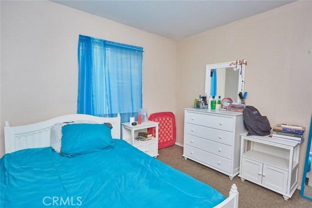 11911 Spring Hill Court, Adelanto CA: http://media.crmls.org/medias/12ba617b-8cb1-4ae1-943a-2ff8f7783226.jpg