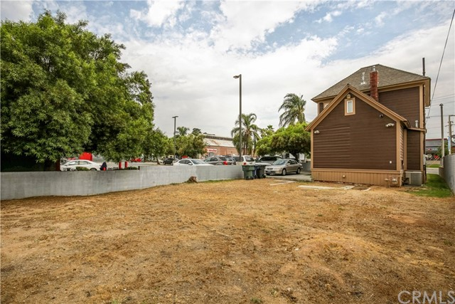625 E Citrus Avenue, Redlands CA: http://media.crmls.org/medias/12de7124-1082-4354-b4d0-80bda8c101b8.jpg