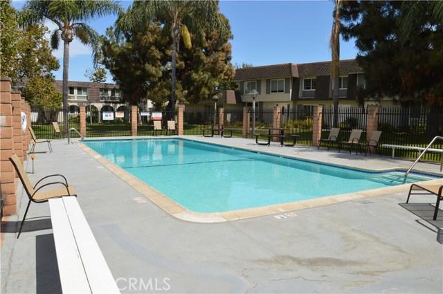 4165 Larwin Avenue, Cypress CA: http://media.crmls.org/medias/12de8438-64ab-4d60-9fab-1ba8fc2149fa.jpg