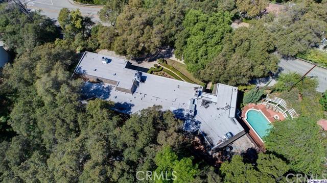874 Highland Drive, La Canada Flintridge CA: http://media.crmls.org/medias/13088c16-1a81-48c3-a7d0-b4e666346e1f.jpg