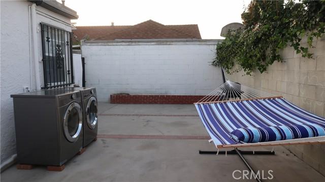 519 W 65th Street, Los Angeles CA: http://media.crmls.org/medias/13303fd5-7d58-4c7c-bb55-2e4df0619313.jpg