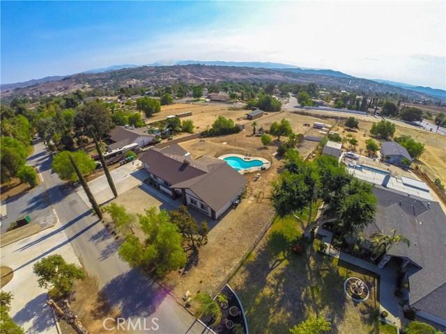 16415 Holcomb Way, Riverside CA: http://media.crmls.org/medias/13349d10-bc9a-44bb-9d5a-f5c3a596407d.jpg