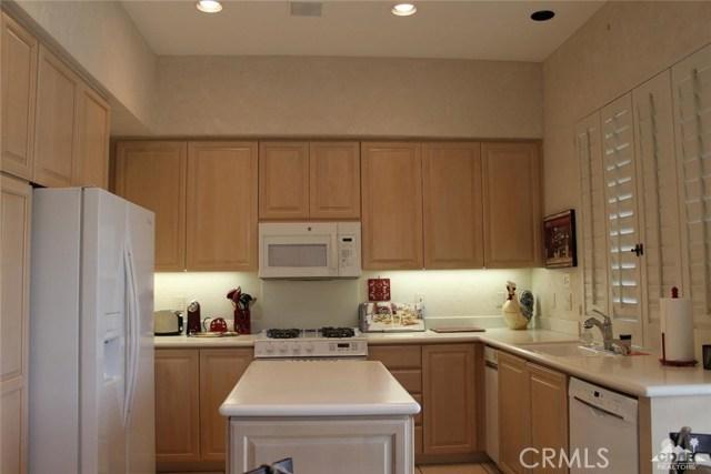 937 Box Canyon, Palm Desert CA: http://media.crmls.org/medias/1335438a-40f0-4a53-9b1b-086df07ce0db.jpg