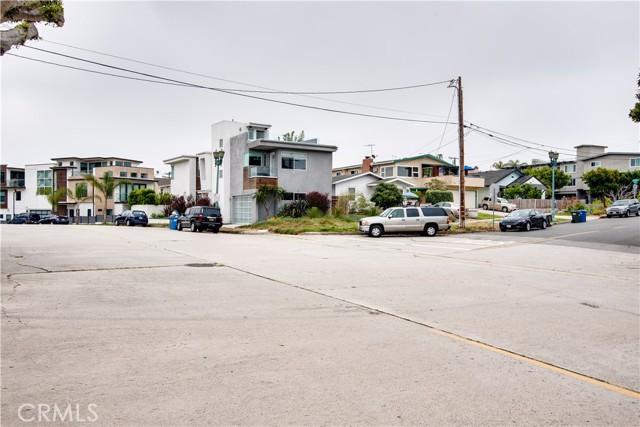 703 -705 El Redondo Avenue, Redondo Beach CA: http://media.crmls.org/medias/133f693c-164d-41ab-b845-6bd5de651f2d.jpg