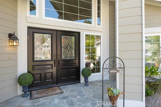 28882 Mountain View Lane, Lake Forest CA: http://media.crmls.org/medias/135d4c0c-1472-493f-8171-3bf967b084e5.jpg