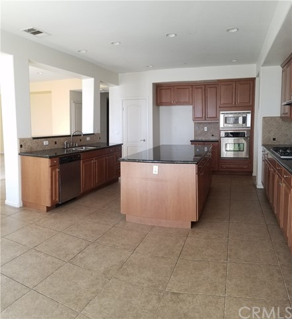 5643 Stoneview Road, Rancho Cucamonga CA: http://media.crmls.org/medias/137133cd-adc3-4ff7-a7fe-f9e233c57143.jpg