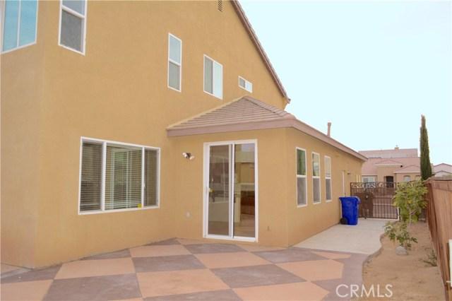 11035 Bay Shore Street, Victorville CA: http://media.crmls.org/medias/1381e93d-7809-4b53-8d7e-f6fec4f7ceb9.jpg