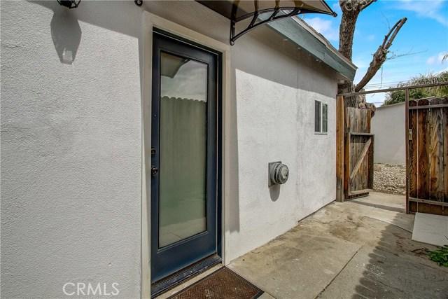 10000 Encino Avenue, Northridge CA: http://media.crmls.org/medias/1386cfe5-eed0-45fa-8968-a27752c69a38.jpg