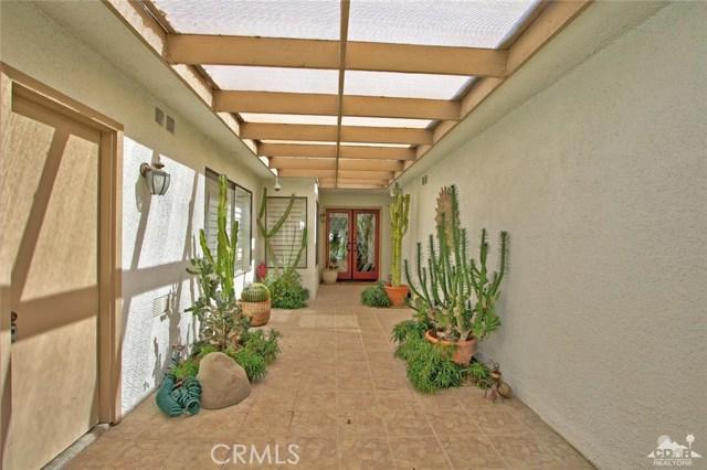 140 Avenida Las Palmas, Rancho Mirage CA: http://media.crmls.org/medias/13cf4c55-2da4-45de-9bf3-df343ac0cde9.jpg
