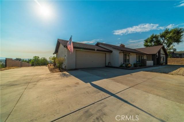 16415 Holcomb Way, Riverside CA: http://media.crmls.org/medias/13d26842-9aa6-4ed6-a66d-fa060f435734.jpg