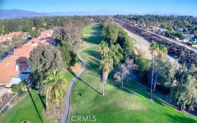 1301 Upland Hills S Drive, Upland CA: http://media.crmls.org/medias/13d75d29-39b1-4b55-b1ed-c849c00a8cd6.jpg