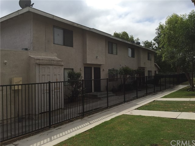 Townhouse for Sale at 4030 Franklin Avenue Fullerton, California 92833 United States