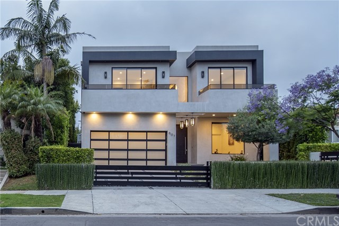 607 N Curson Avenue, Los Angeles CA: http://media.crmls.org/medias/1423d48f-fabf-40c5-80e2-5b4a06ee0087.jpg