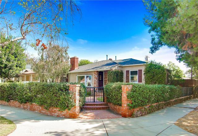 Single Family Home for Sale at 6204 Morella Avenue 6204 Morella Avenue North Hollywood, California 91606 United States