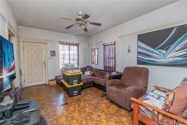 1052 S Townsend Avenue, East Los Angeles CA: http://media.crmls.org/medias/142ba5e0-cbe1-4e6c-8e25-f50c3a32bb4c.jpg
