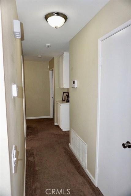 13002 Haverford Court, Victorville CA: http://media.crmls.org/medias/1465cda5-08c7-48c4-b2dd-bdd774b60839.jpg