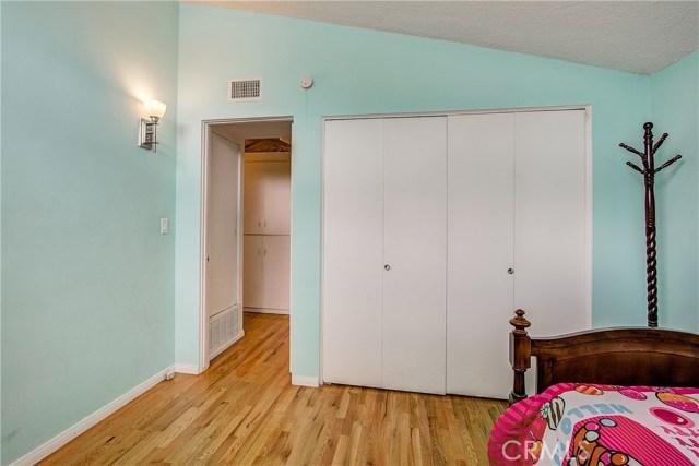 10000 Encino Avenue, Northridge CA: http://media.crmls.org/medias/149faac0-f6a6-4cf2-82f4-54ecad772d90.jpg