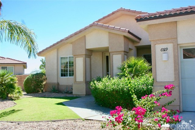 65119 South Cliff Circle, Desert Hot Springs CA: http://media.crmls.org/medias/14af7011-0b31-464f-a3e1-50d72940c63e.jpg