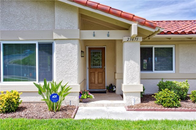 23671 Via Agustini, Mission Viejo CA: http://media.crmls.org/medias/14d2f03f-210c-488d-acd7-21db9cd130dd.jpg