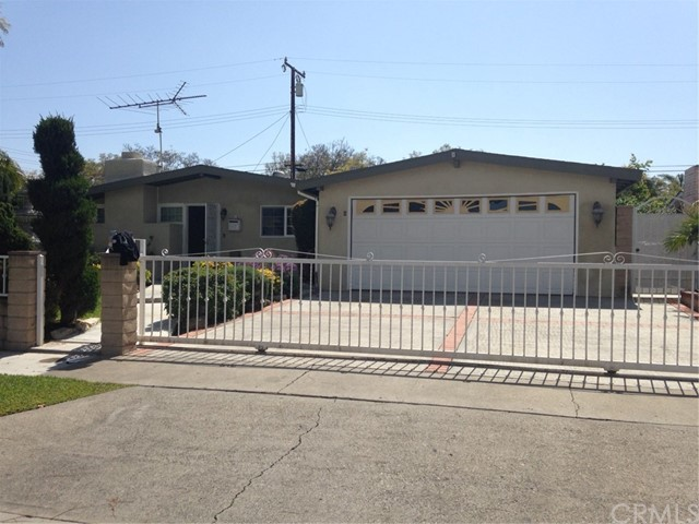 Single Family Home for Sale at 1110 Oxford Street Santa Ana, California 92707 United States