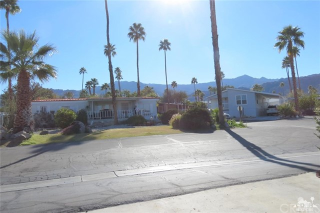 7 Circle A Drive, Palm Desert CA: http://media.crmls.org/medias/152a57cb-3f54-4ae9-b677-4243471b69b9.jpg
