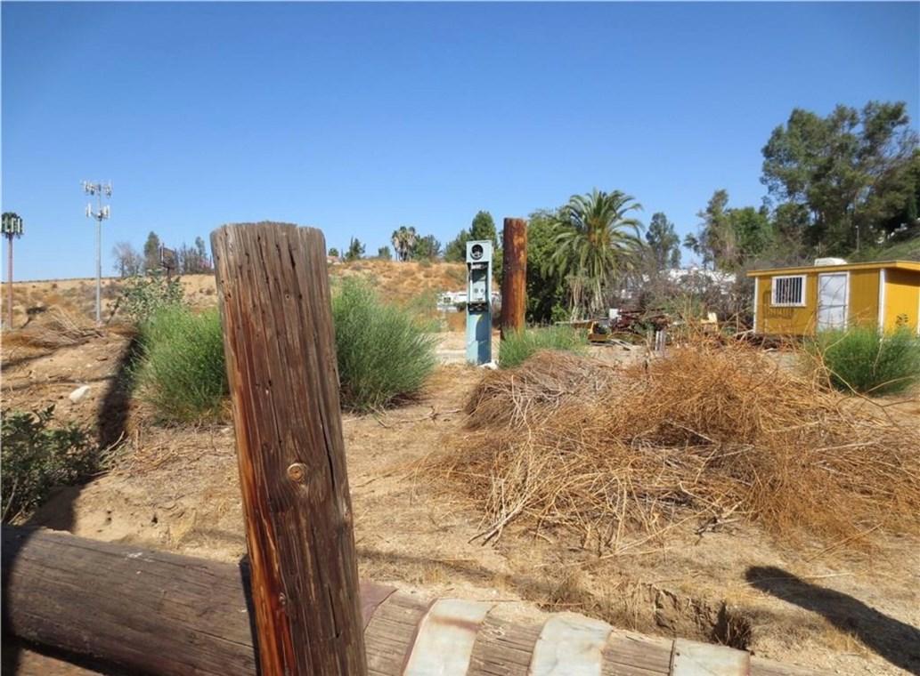 16400 Mockingbird, Riverside CA: http://media.crmls.org/medias/154da9f5-ceb5-47b8-a9fd-925e26840b2f.jpg