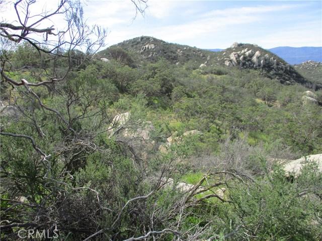 991 Crazy Horse Canyon Road, Aguanga CA: http://media.crmls.org/medias/155a1153-ed19-426a-ba3e-9a498dc39ef8.jpg