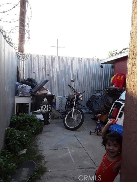 11213 S Central Avenue, Los Angeles CA: http://media.crmls.org/medias/1574f9d6-fd13-4193-a84a-e20c97811b02.jpg