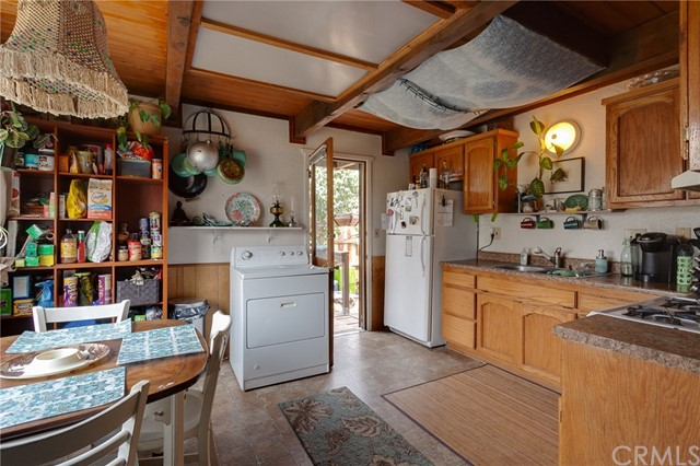 2187 4th Lane, Big Bear CA: http://media.crmls.org/medias/15a4ba3e-183b-4d24-916a-24f1e01e25ed.jpg