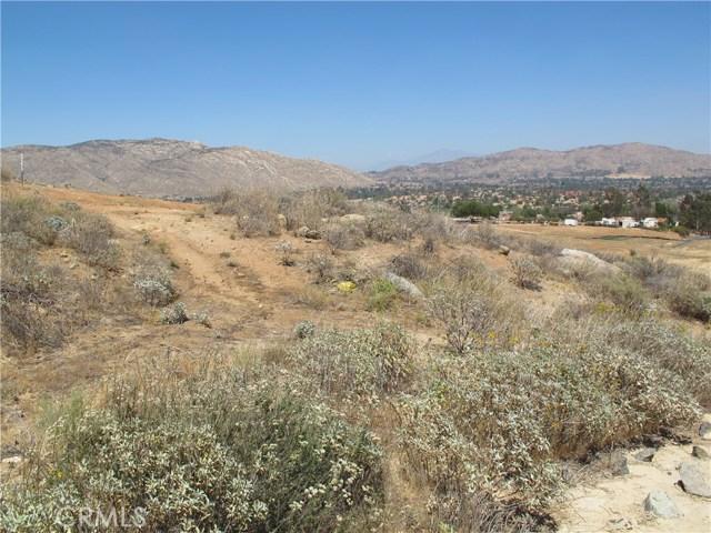 11275 Eagle Rock Road, Moreno Valley CA: http://media.crmls.org/medias/15b264fc-1496-461c-8bee-854540dadc41.jpg