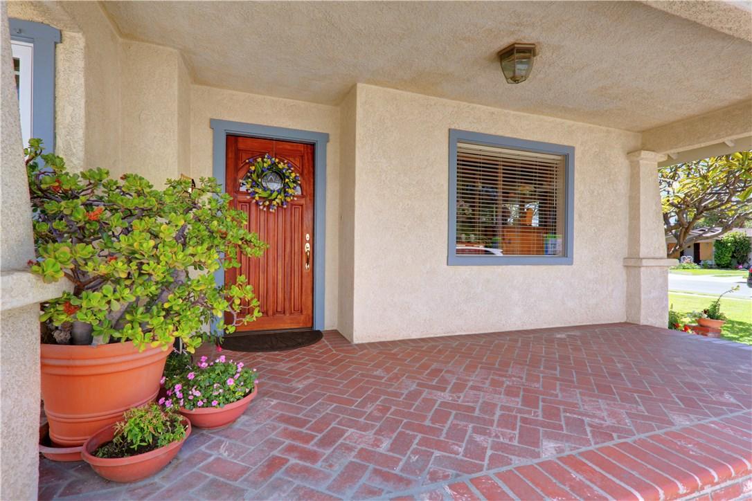 8325 6th Street, Downey CA: http://media.crmls.org/medias/15ccf39c-fc8c-450b-8913-ec73e64690b0.jpg