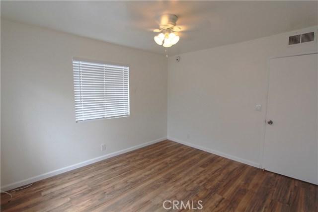 5951 Corona Avenue, Huntington Park CA: http://media.crmls.org/medias/15d28ef8-e571-48e7-a2cb-3e050da2cca6.jpg