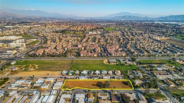 13200 Barbara Street, Moreno Valley CA: http://media.crmls.org/medias/15e127a9-d987-40b9-88ef-17cf3db2d181.jpg