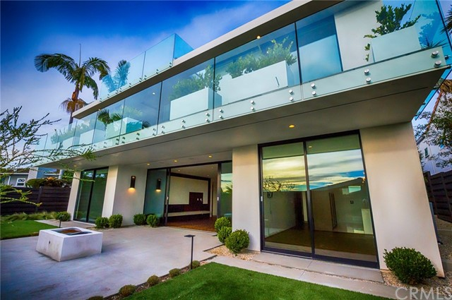 Single Family Home for Rent at 428 Serra Drive Corona Del Mar, California 92625 United States