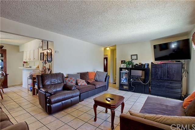 2077 Wallace Avenue, Costa Mesa CA: http://media.crmls.org/medias/16082c2a-18b2-4598-8be6-65a0d82327d6.jpg