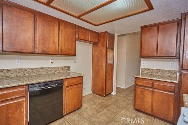 11790 Pasco Road, Apple Valley CA: http://media.crmls.org/medias/16099be8-3371-402c-8b03-678f0fee0306.jpg