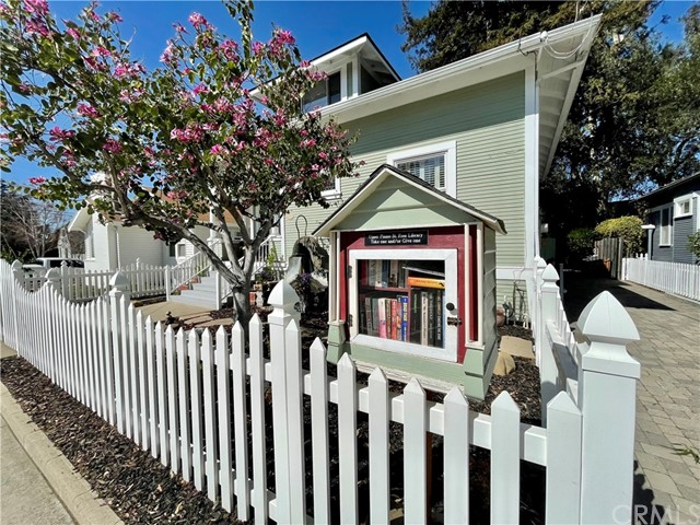 1208 Pismo Street, San Luis Obispo CA: http://media.crmls.org/medias/1612ae48-b201-4c00-ab2d-4a2f5aecade7.jpg