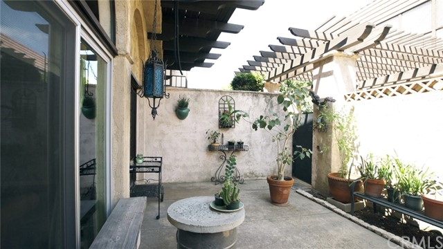 Detail Gallery Image 1 of 1 For 109 N Almansor St #14,  Alhambra,  CA 91801 - 3 Beds | 1/1 Baths