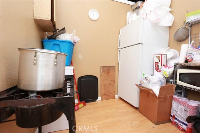 2618 W Florence Avenue, Los Angeles CA: http://media.crmls.org/medias/163e8d79-5a0e-448e-a8fa-c94b333feb21.jpg